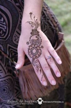 mehndi design for the summer bride 26