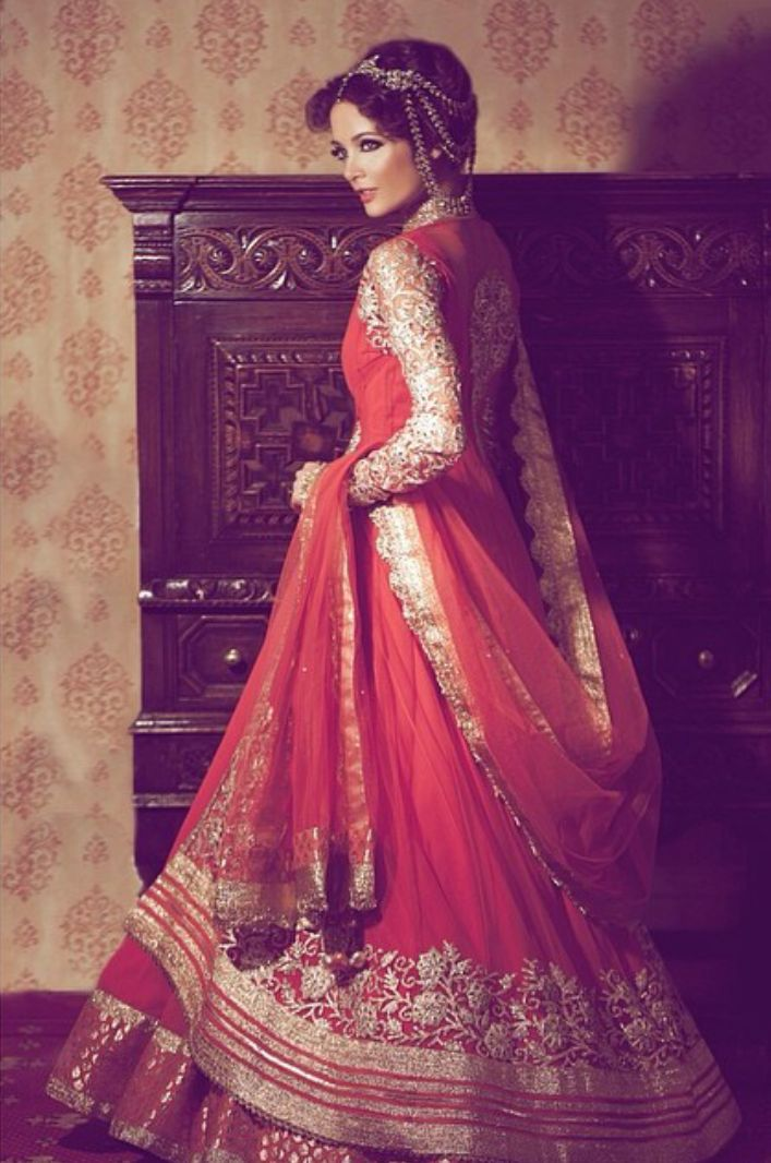 e2f2d7ef22 10 Beautiful Indian brides in their gorgeous bridal lehengas ...