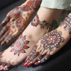 Latest Arabic mehndi design photos 14