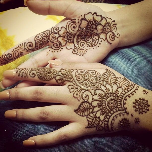 20 Cute Arabic Mehndi Design That Compliments Indian As Well As Western Outfi