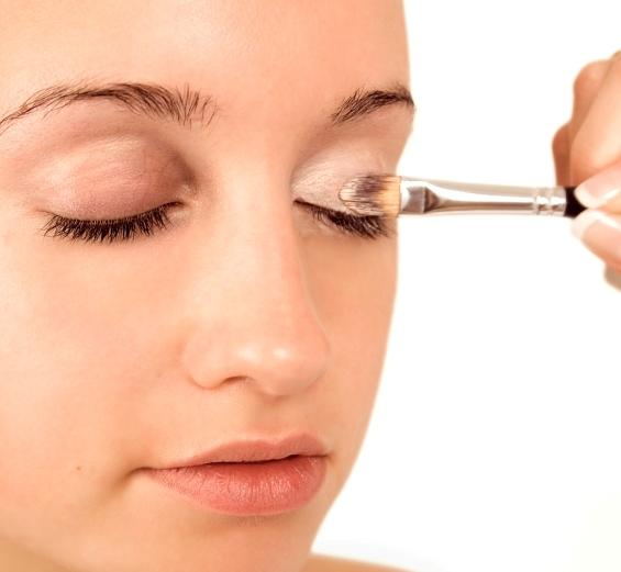 ... eye shadow fallout. how to do makeup at home 02
