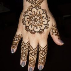 Simple mehndi designs 24