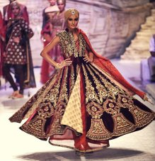designer lehenga designs for wedding 07