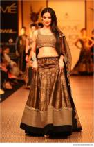 designer lehenga designs for wedding 13