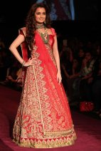 designer lehenga designs for wedding 14