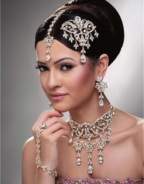 Ethnic Indian Saree For Bride: 27 Indian Wedding Hairstyles For An Ultimate Traditional