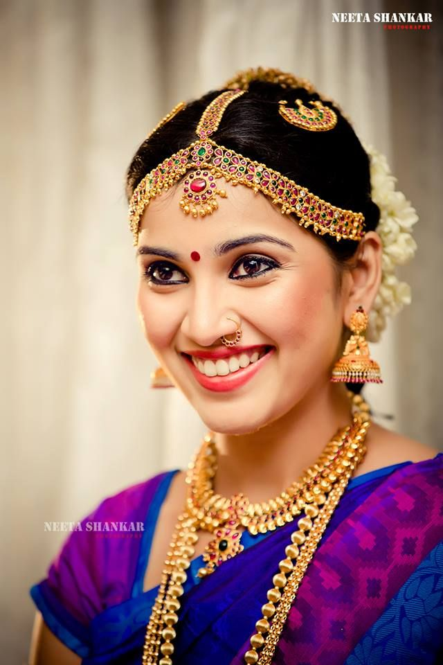 Traditional Bridal Makeup Looks : Traditional Indian wedding hairstyles 04 Indian Makeup ...