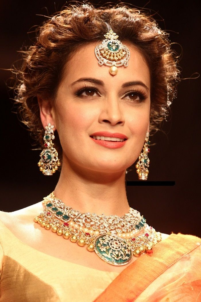Incredible 27 Indian Wedding Hairstyles For An Ultimate Traditional Look Short Hairstyles Gunalazisus