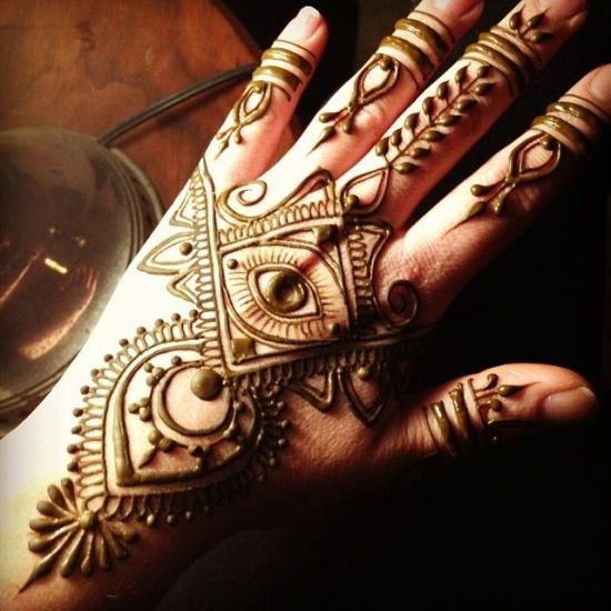 Mehndi Eye Tattoo : Super classy and symbolic mehendi designs for your