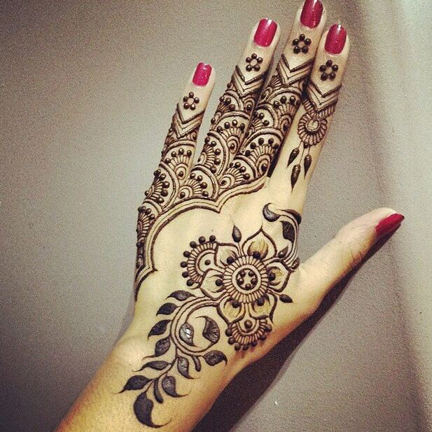 Intricate Mehndi Patterns : Eid inspired intricate mehndi design for hands indian
