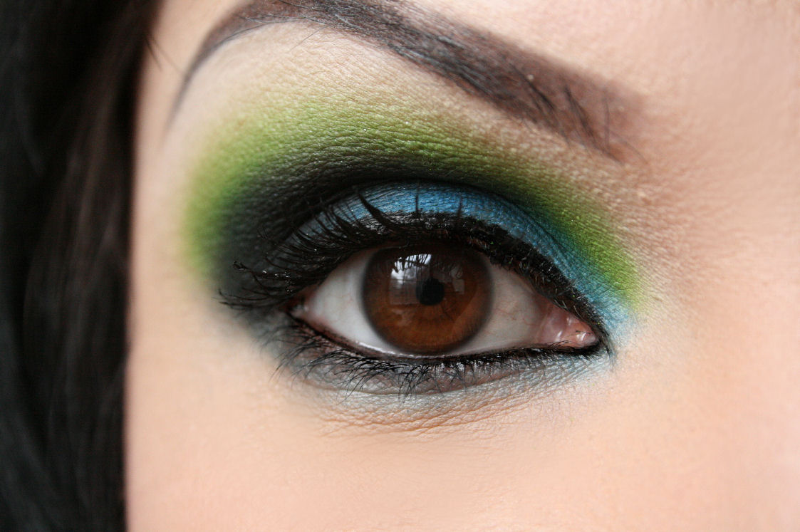5 Stunning Eye Makeup Looks For Karwa Chauth Using Bright Colors