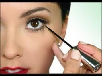 How to apply liquid eyeliner 02