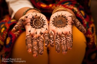 Pretty mehndi designs 02
