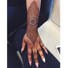 Pretty mehndi designs 12