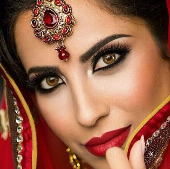 Indian Bridal Eye Makeup: 5 Sultry Indian Bridal Makeup Looks For A Bride To Be