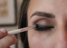 how to do perfect smokey eye makeup 04