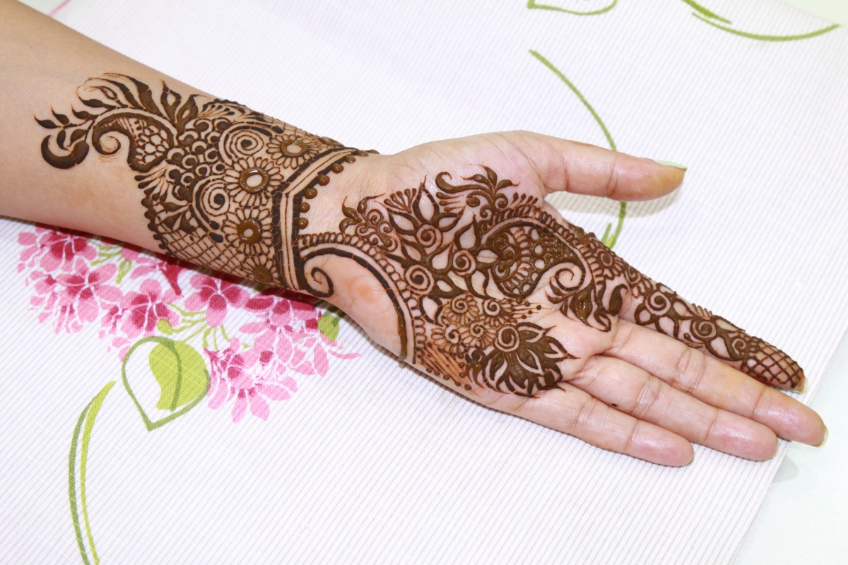 18 Traditional And Modern Henna Designs For Rakhi Indian Makeup And Beauty Blog Beauty Tips