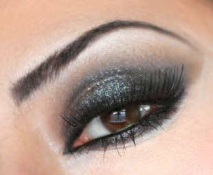 classic-black-smokey-eye-looks-06