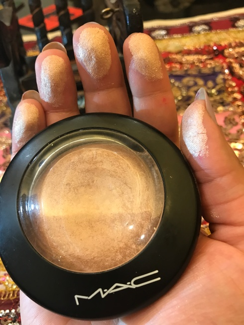 MAC Mineralize Skinfinish - Soft and Gentle 03