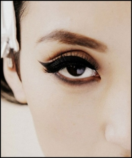 How to apply liquid eyeliner 08